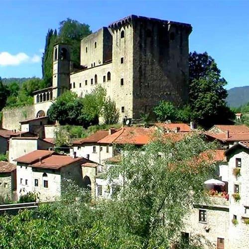 La lunigiana, un lembo di terra tra la toscana e la liguria é un territorio ricchissimo in quanto a storia medievale. Sfoggia, di fatto, numerosi castelli e borghi. Il paesaggio naturale é unico ben conosciuto per ruscelli, grotte e boschi